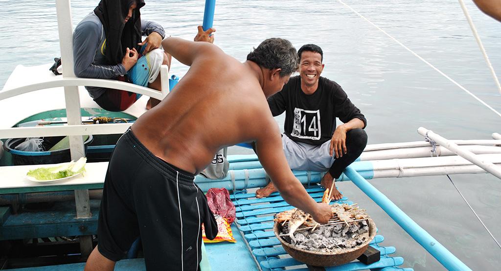 Balade en bateau traditionnel aux Philippines.
