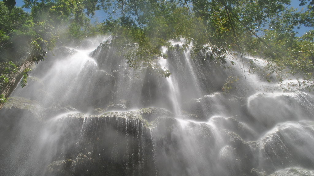 Une cascade magnifique aux Philippines.