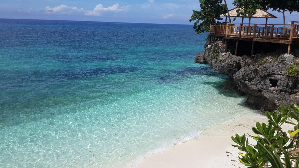 Magnifique plage de sable blanc aux Philippines