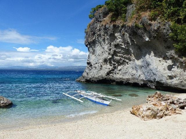 Plage paradisiaque sur l'île d'Apo aux Philippines.