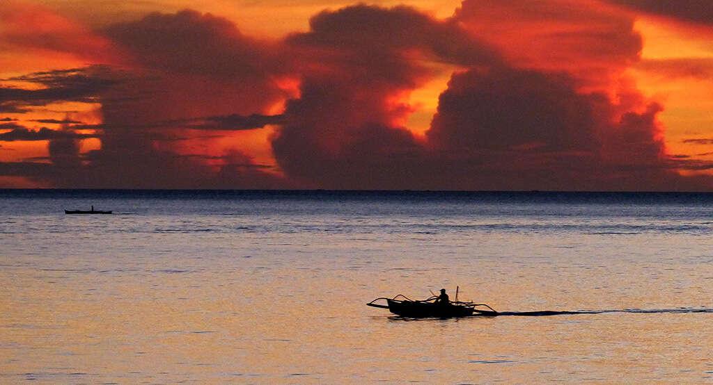 Coucher de soleil depuis l'hotel à Bohol.
