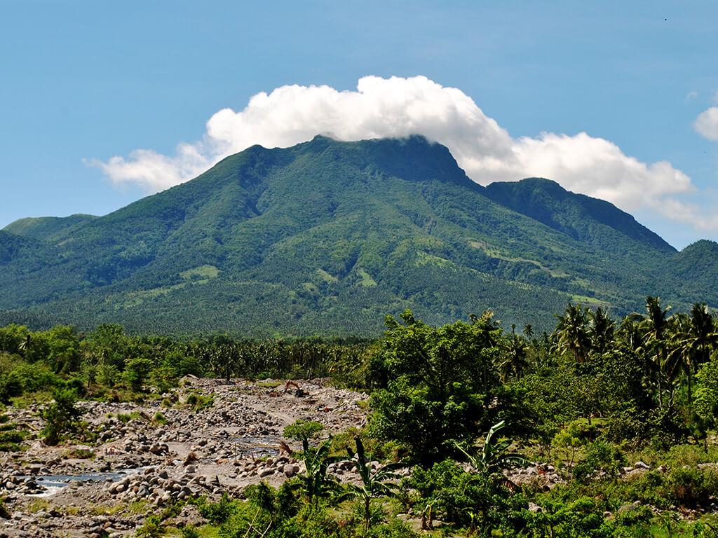 Montagne dans les régions de Camiguin et Siargao.
