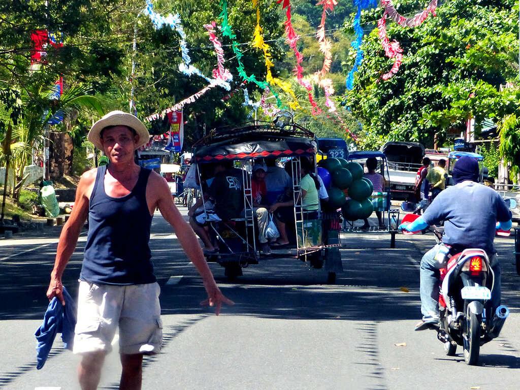 Route à Negros et Apo.