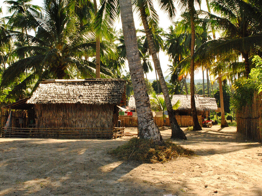 Huttes sur la blage à Palawan, Philippines.