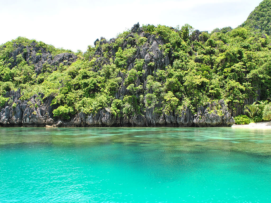 Baie idyllique de Port Barton sur l'ile de Palawan, Philippines.